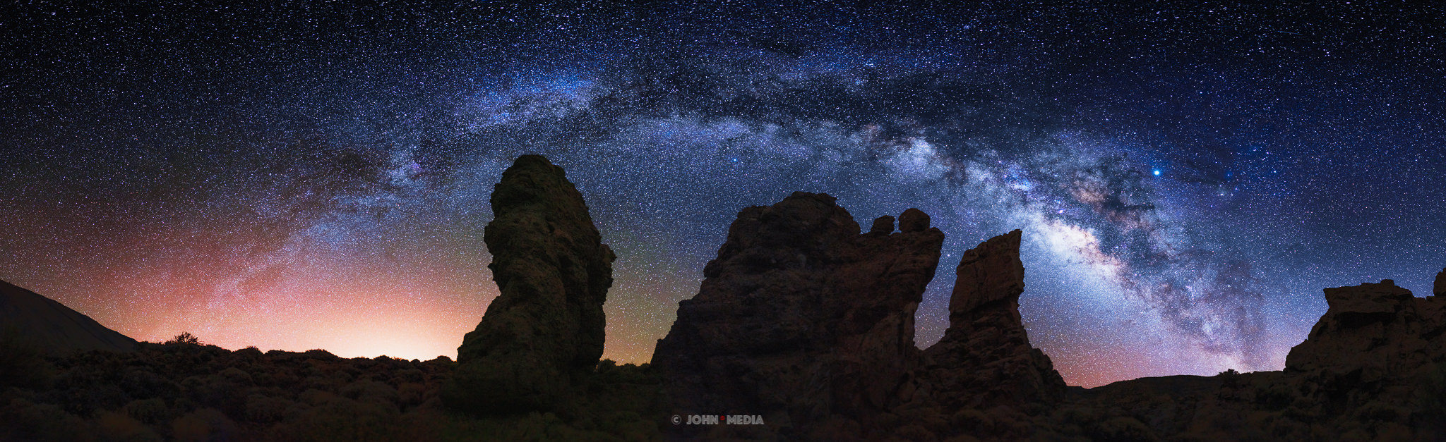 Tenerife astrophotography - arch above the three pillars